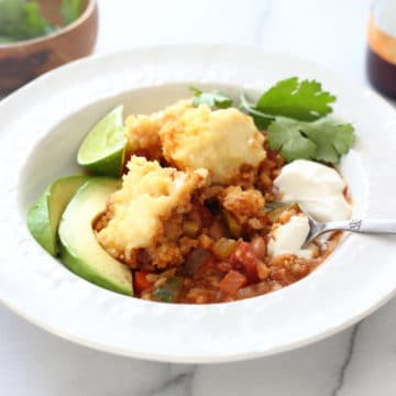 This chili millet bake is reminiscent of a chili cornbread casserole but only tastier AND way more nutritious!