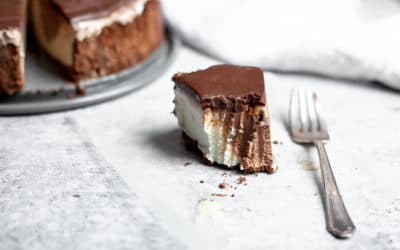 Easy Ice Cream Pie Recipe with Fudge Topping (gluten-free!)