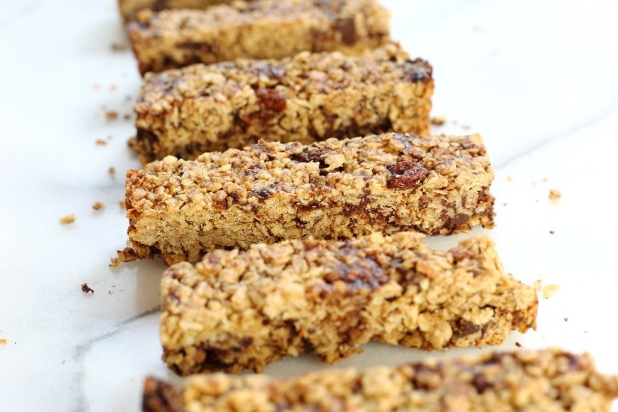These healthy chocolate chunk gluten free granola bars are perfect make-ahead snacks!