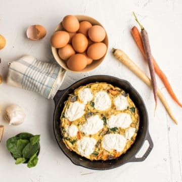 This This DIY frittata is quick, easy and loaded with vegetables!