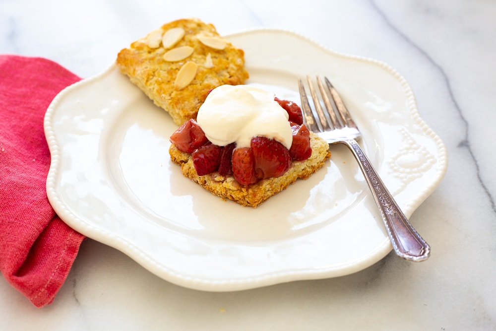 Easy shortcake recipe, strawberry shortcake on plate with whipped cream
