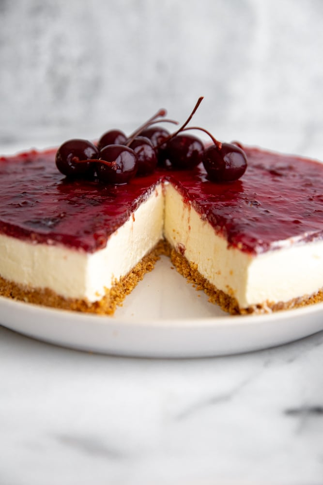No-bake mascarpone cheesecake with a slice removed.