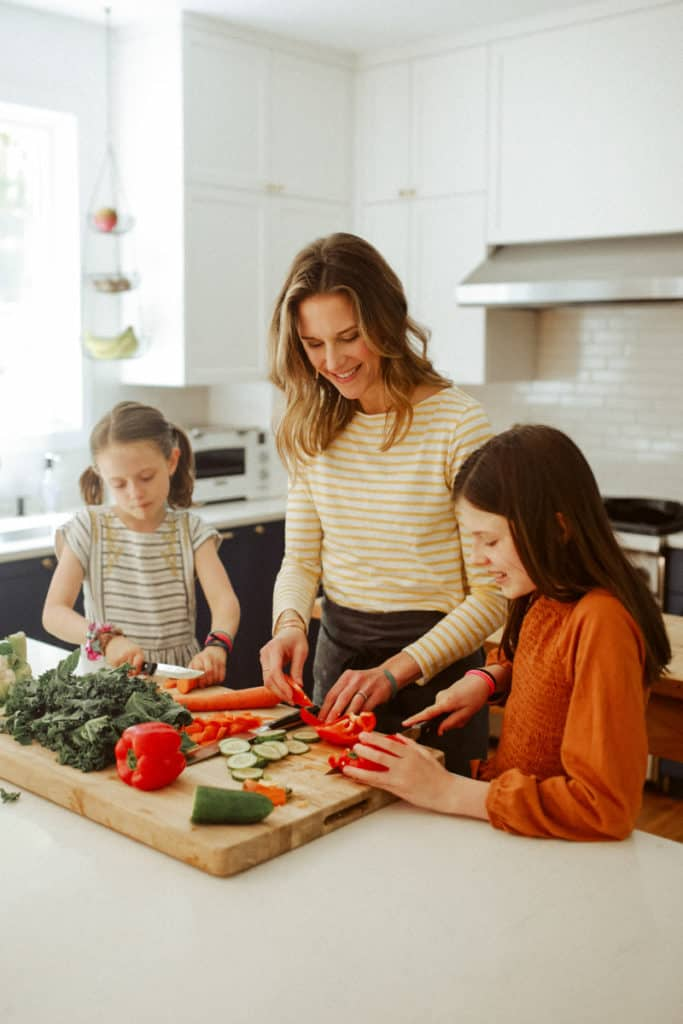 Nicki Sizemore cooking with her daughters.